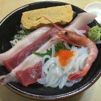 成田市場内「かねまつ食堂」でランチ 大ネタ過ぎる海鮮丼は鮮度も抜群で美味い