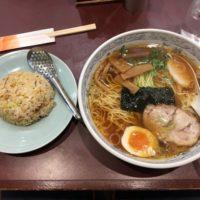 総武線市川駅南口にある赤い看板が目印の「中華麺工房 男爵」昔ながらの半チャンセットは安定の美味さ!